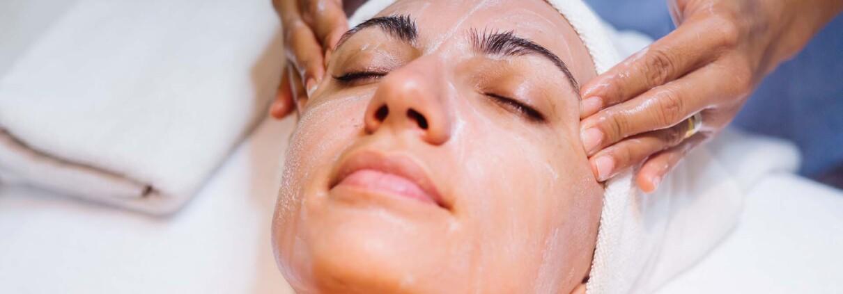 L'importanza della pulizia del viso in estate | Mamasun | Carpi